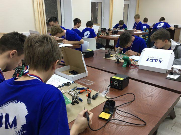 Завершился Первый открытый корпоративный чемпионат JuniorMasters по электронике